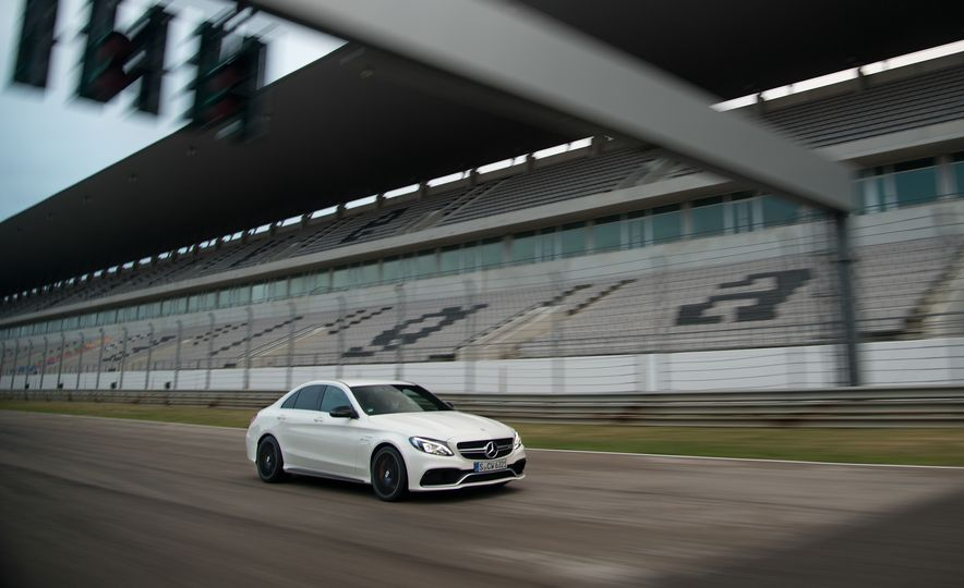 2015 Mercedes-AMG C63 - Slide 33