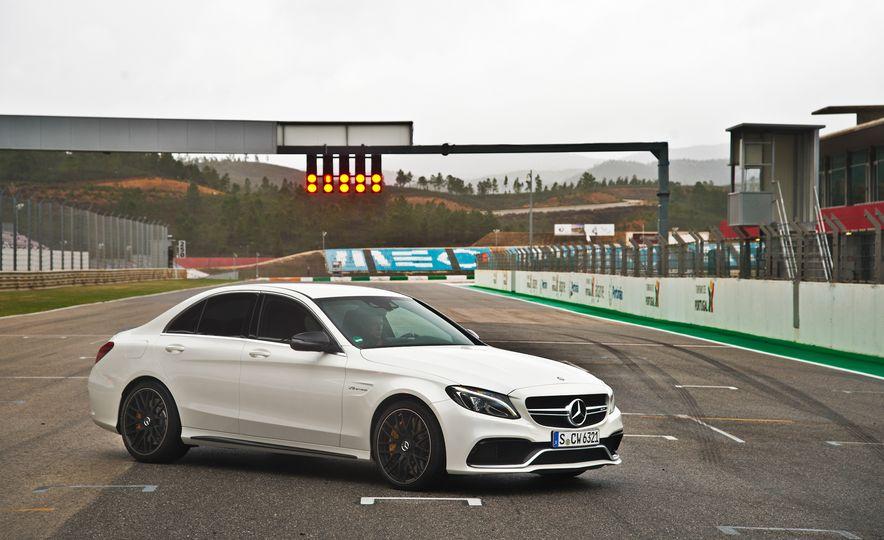 2015 Mercedes-AMG C63 - Slide 41