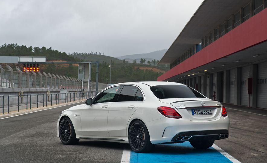 2015 Mercedes-AMG C63 - Slide 43