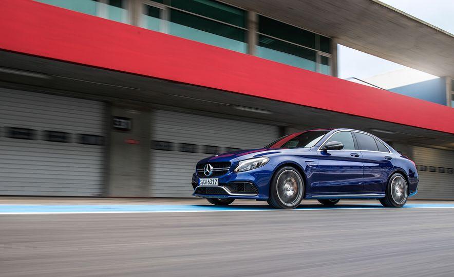 2015 Mercedes-AMG C63 - Slide 44