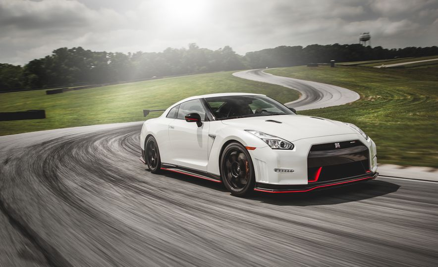 2016 Nissan GT-R 45th Anniversary Gold Edition - Slide 24