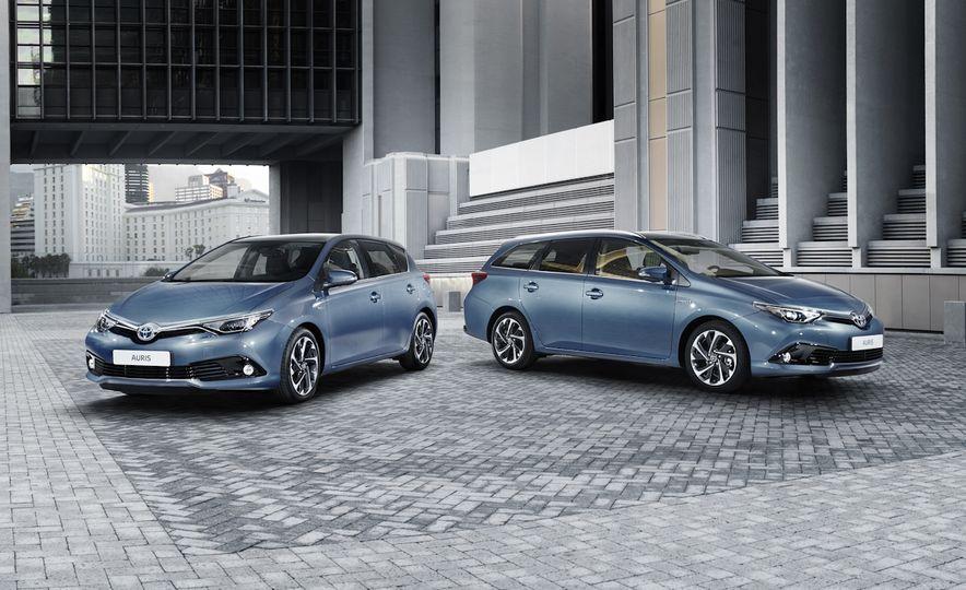 2015 Toyota Auris hybrid hatchback and wagon (Euro-spec) - Slide 1