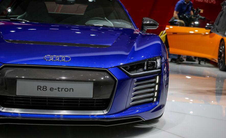 2016 Audi R8 e-tron - Slide 9