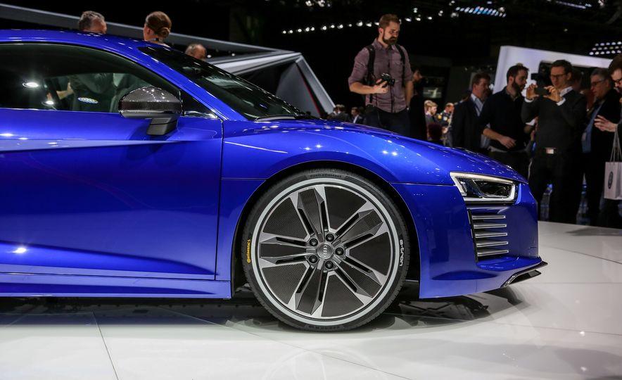 2016 Audi R8 e-tron - Slide 8