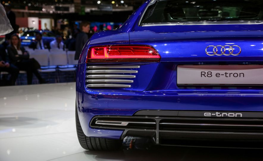 2016 Audi R8 e-tron - Slide 11