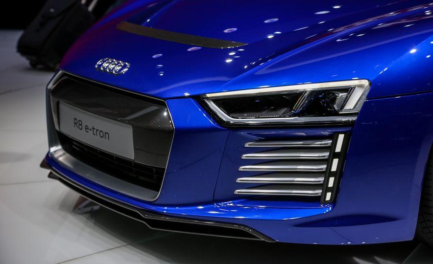 2016 Audi R8 e-tron - Slide 12
