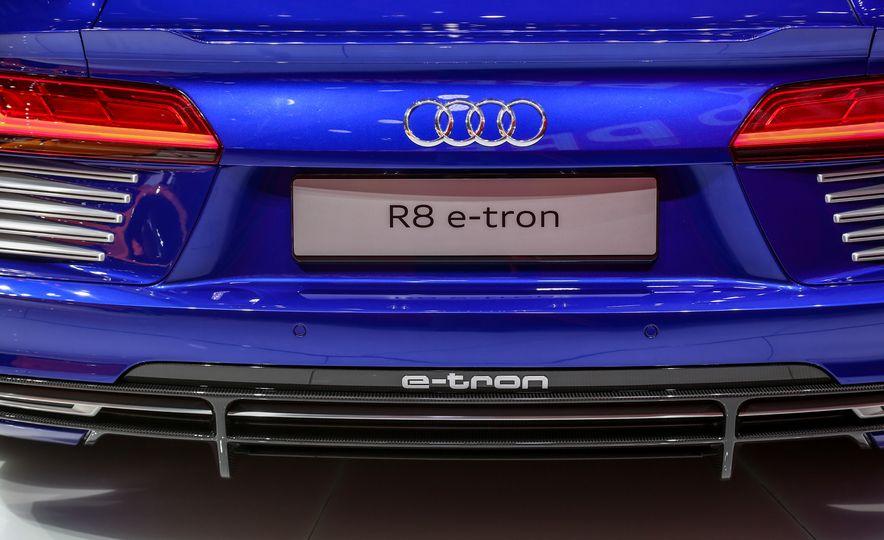 2016 Audi R8 e-tron - Slide 14