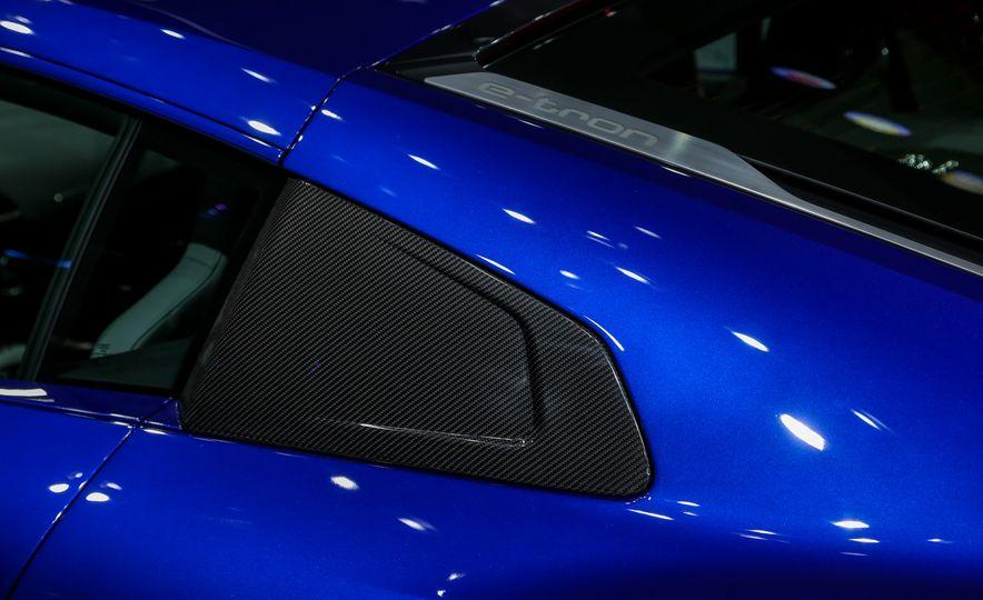 2016 Audi R8 e-tron - Slide 15