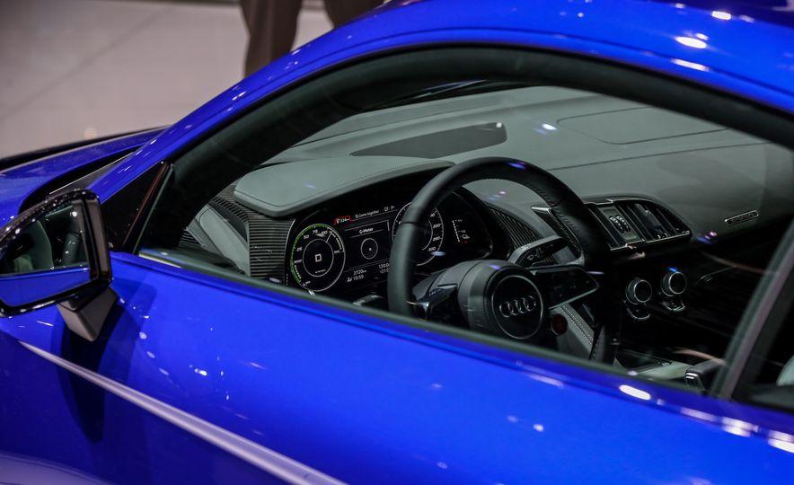 2016 Audi R8 e-tron - Slide 16