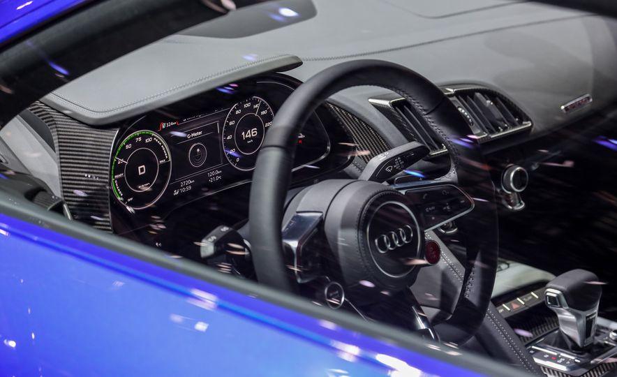2016 Audi R8 e-tron - Slide 17