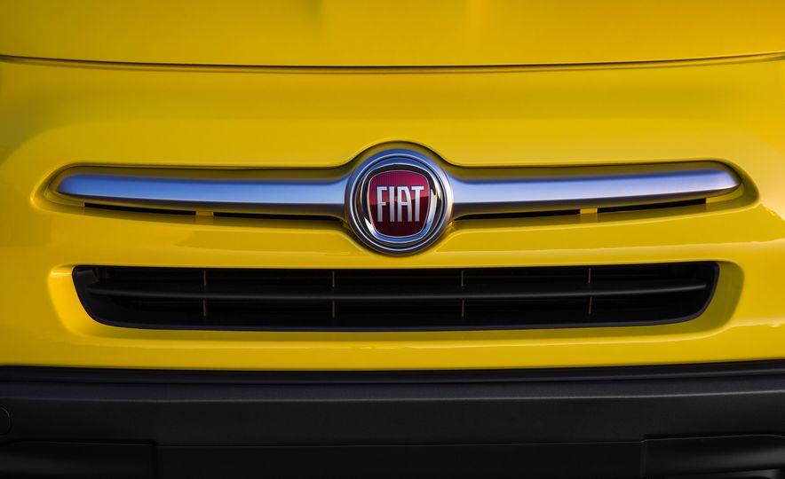 2016 Fiat 500X Trekking Plus and Lounge - Slide 39