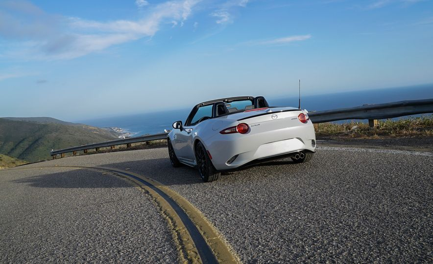 2016 Mazda MX-5 Miata Club - Slide 24