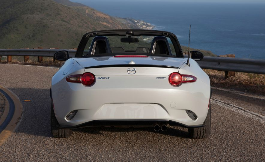 2016 Mazda MX-5 Miata Club - Slide 27