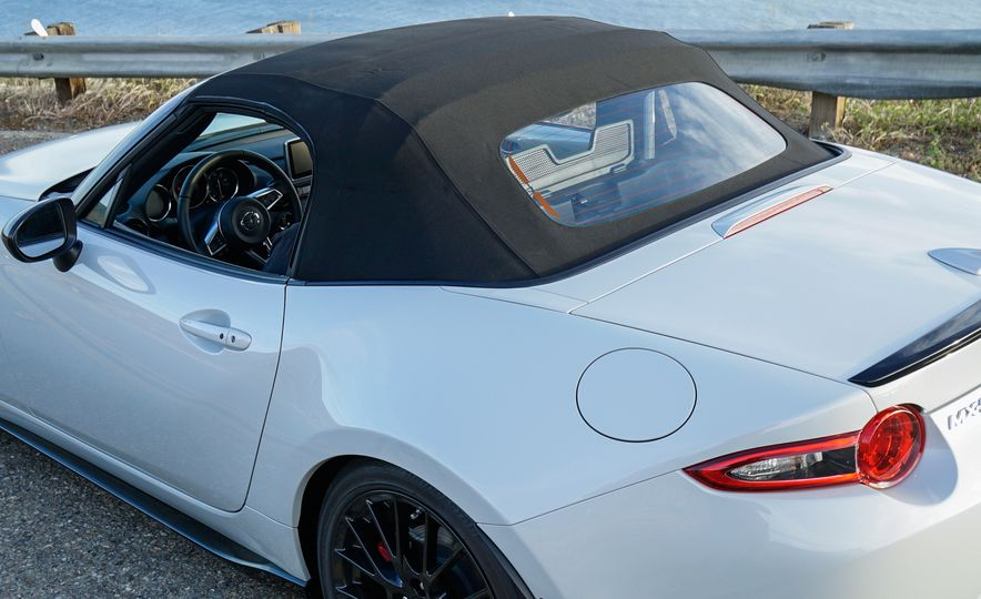 2016 Mazda MX-5 Miata Club - Slide 31