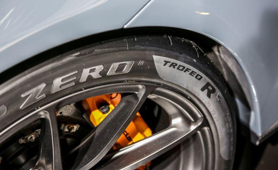 2016 McLaren 675LT - Slide 34