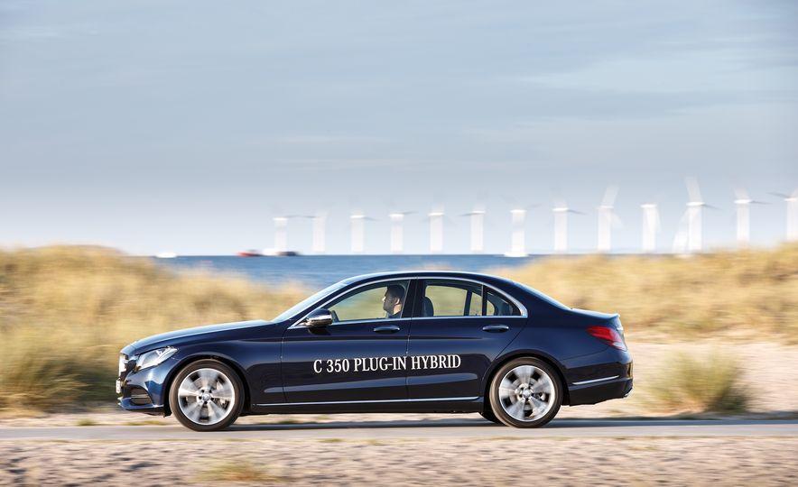 2016 Mercedes-Benz C350e plug-in hybrid - Slide 3