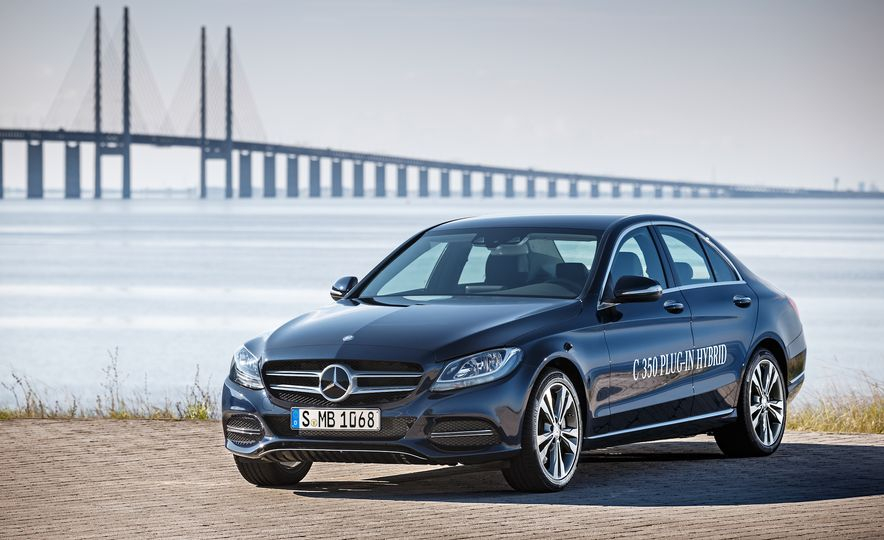 2016 Mercedes-Benz C350e plug-in hybrid - Slide 4