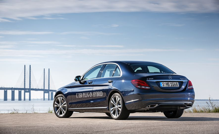 2016 Mercedes-Benz C350e plug-in hybrid - Slide 5