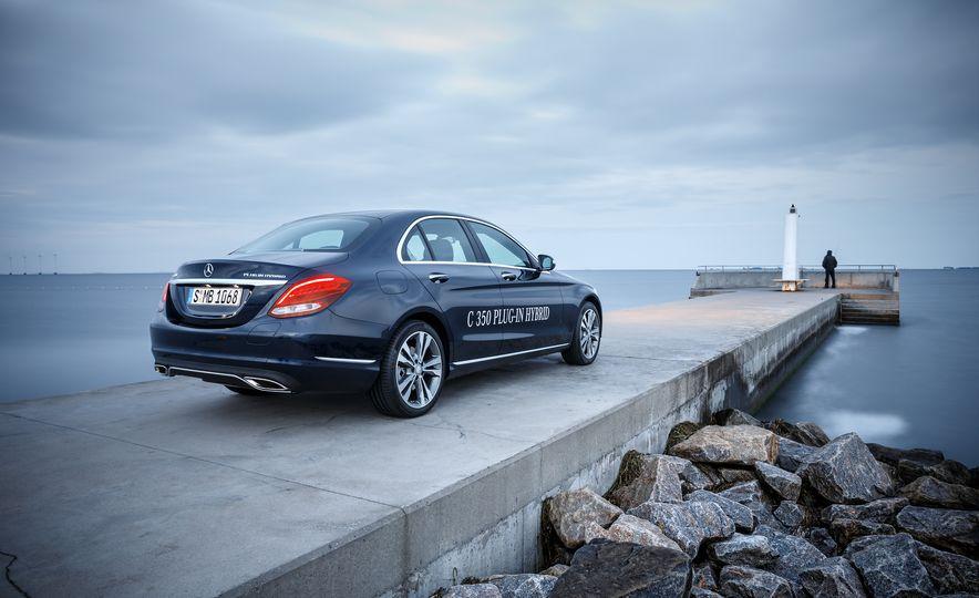 2016 Mercedes-Benz C350e plug-in hybrid - Slide 7