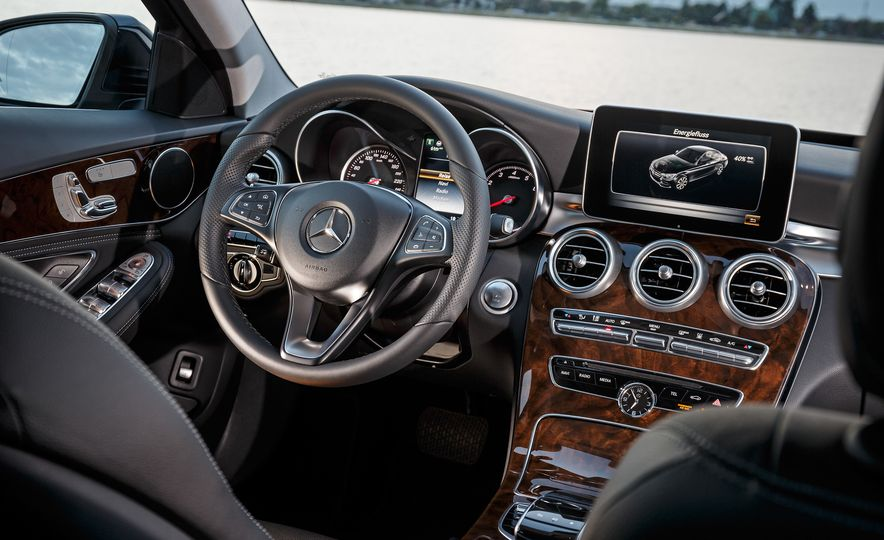 2016 Mercedes-Benz C350e plug-in hybrid - Slide 10