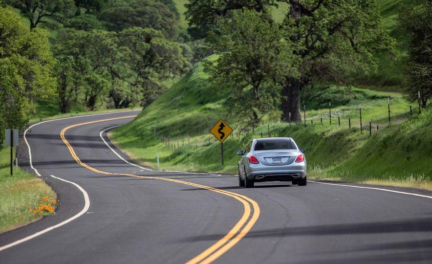 2016 Mercedes-Benz C350e plug-in hybrid - Slide 19