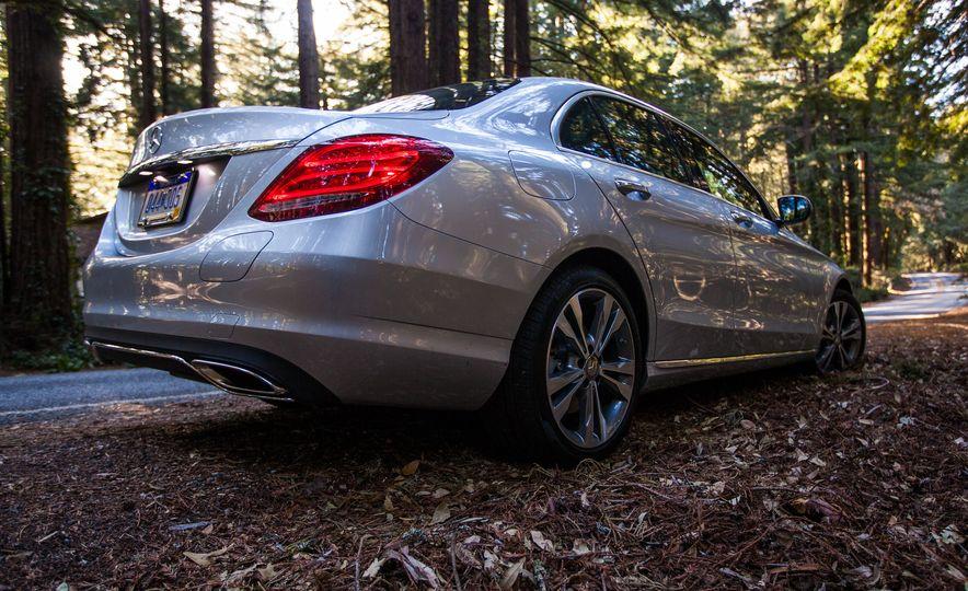 2016 Mercedes-Benz C350e plug-in hybrid - Slide 24