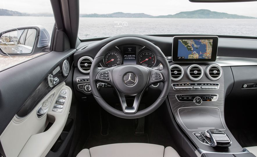 2016 Mercedes-Benz C350e plug-in hybrid - Slide 32
