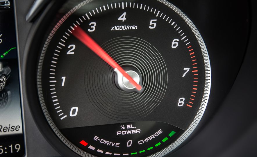 2016 Mercedes-Benz C350e plug-in hybrid - Slide 34