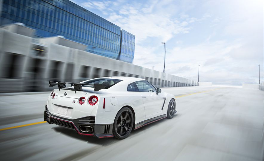 2016 Nissan GT-R 45th Anniversary Gold Edition - Slide 22