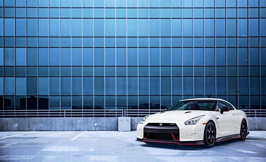 2016 Nissan GT-R 45th Anniversary Gold Edition - Slide 23