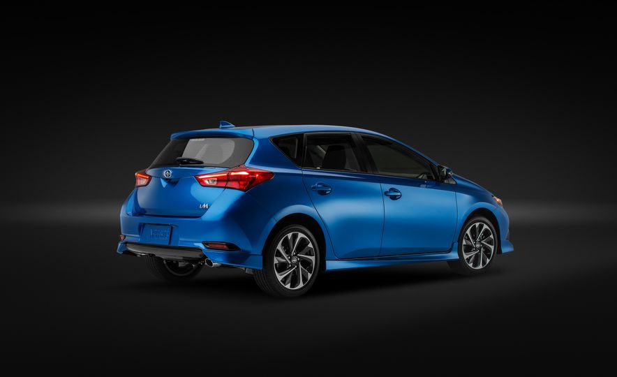 2016 Scion iM - Slide 33