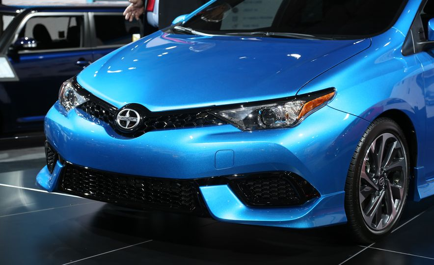2016 Scion iM - Slide 10