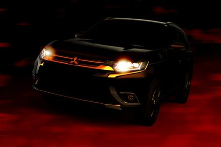 Mitsubishi Teases New 2016 Outlander Before New York Debut