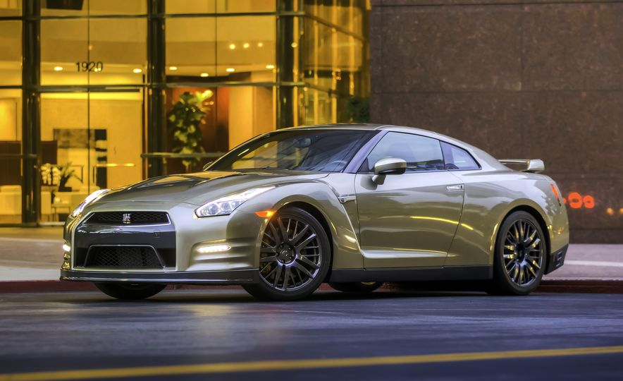2016 Nissan GT-R 45th Anniversary Gold Edition - Slide 4