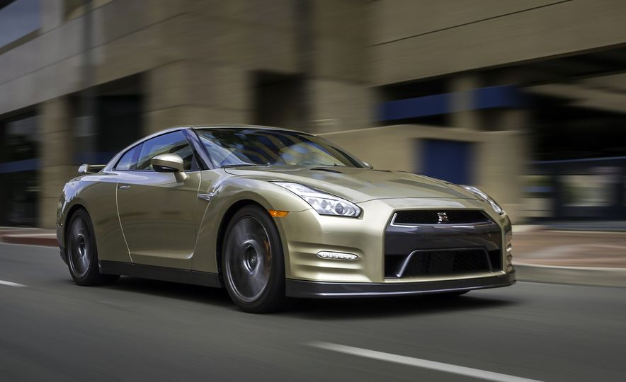 2016 Nissan GT-R 45th Anniversary Gold Edition - Slide 3