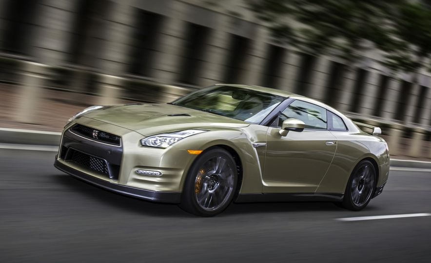 2016 Nissan GT-R 45th Anniversary Gold Edition - Slide 2