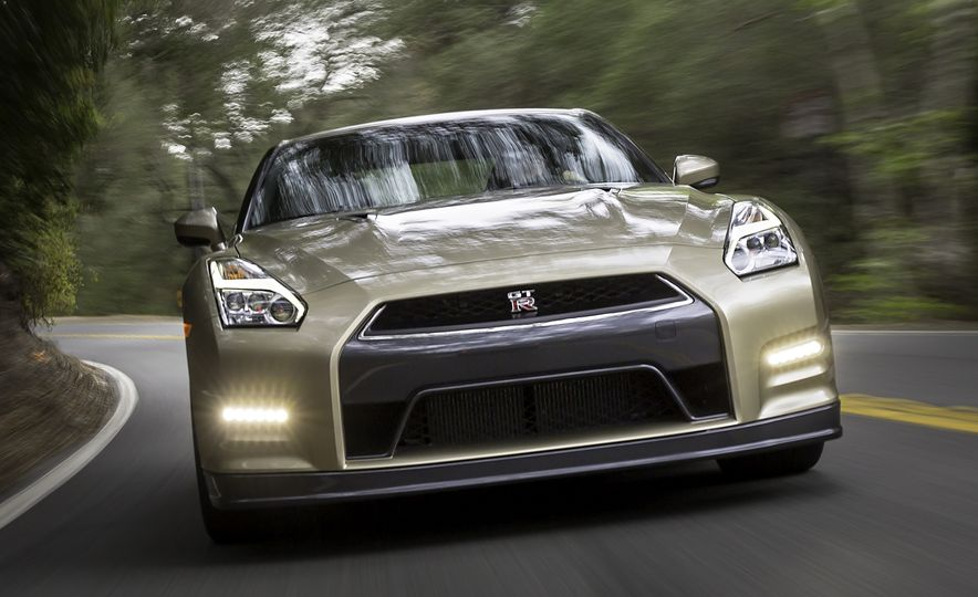 2016 Nissan GT-R 45th Anniversary Gold Edition - Slide 7