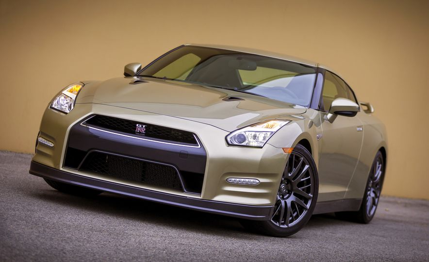 2016 Nissan GT-R 45th Anniversary Gold Edition - Slide 12