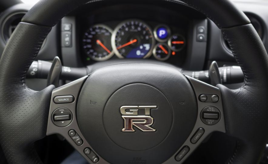 2016 Nissan GT-R 45th Anniversary Gold Edition - Slide 15