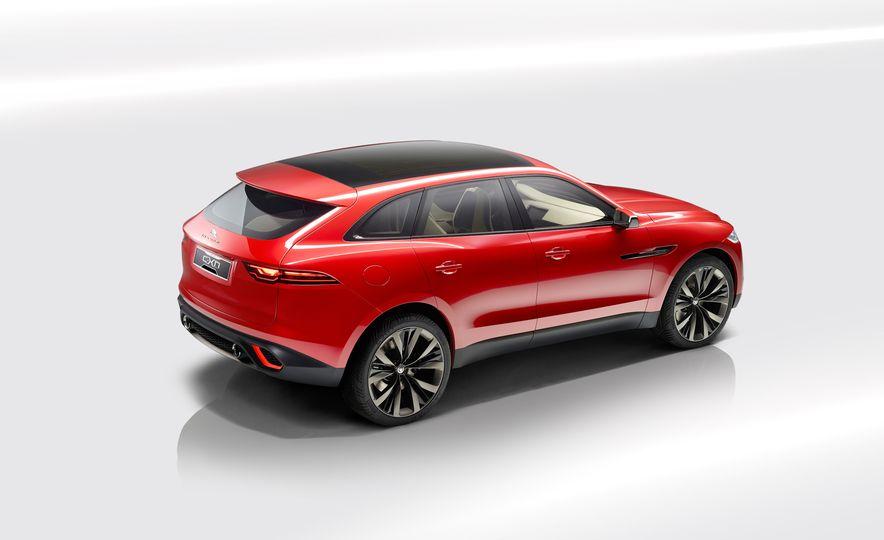 2017 Jaguar F-Pace concept - Slide 2