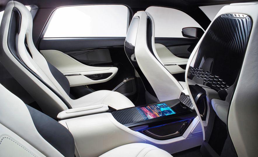 2017 Jaguar F-Pace concept - Slide 11