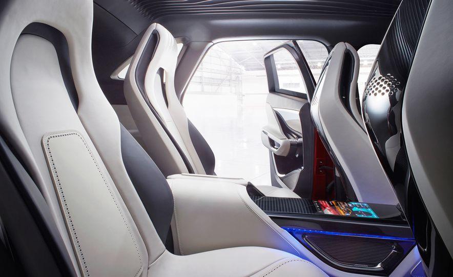 2017 Jaguar F-Pace concept - Slide 12