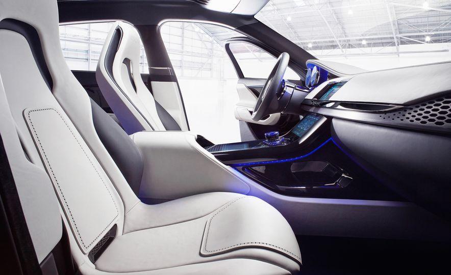 2017 Jaguar F-Pace concept - Slide 13