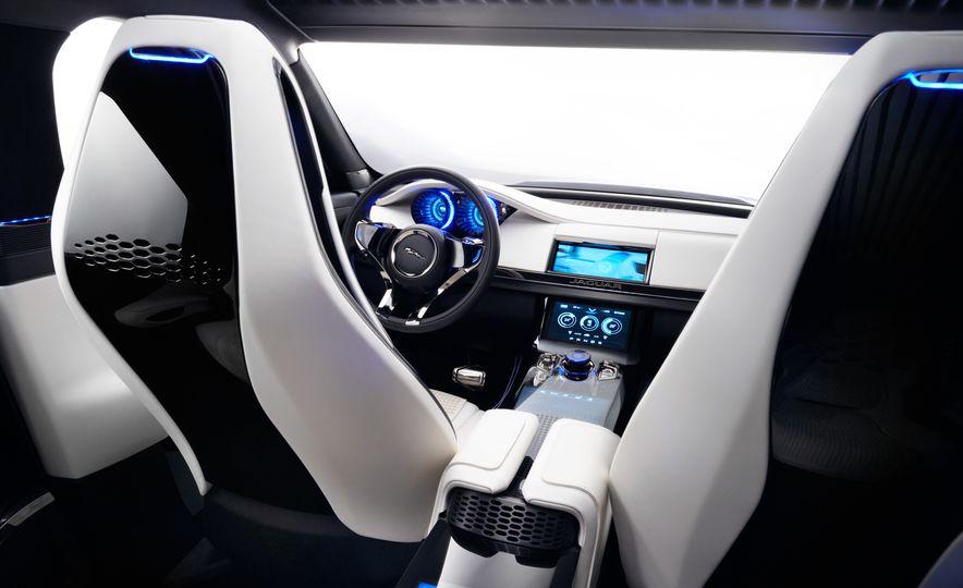 2017 Jaguar F-Pace concept - Slide 24