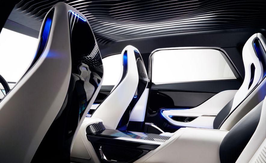 2017 Jaguar F-Pace concept - Slide 25