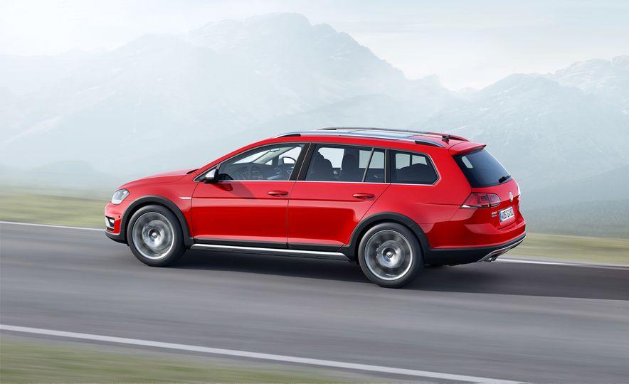 2017 Volkswagen Golf SportWagen Alltrack - Slide 2