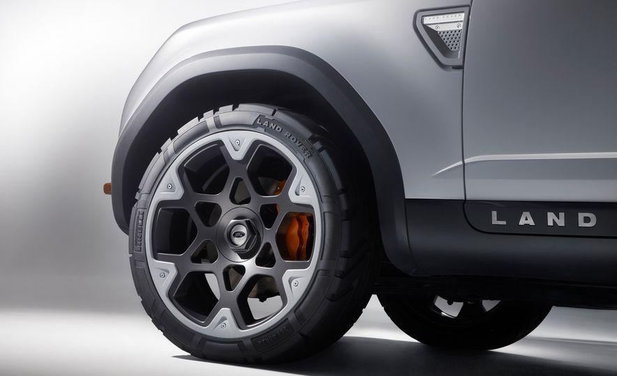 2018 Land Rover Defender concept - Slide 12