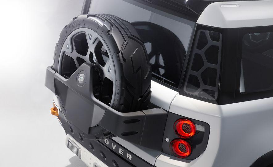 2018 Land Rover Defender concept - Slide 13
