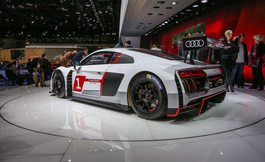 Audi R8 LMS race car - Slide 4