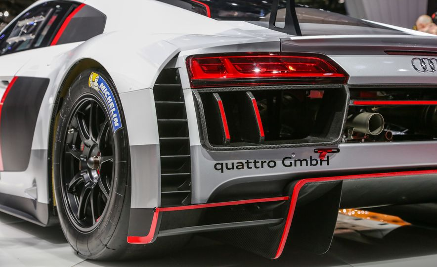 Audi R8 LMS race car - Slide 17